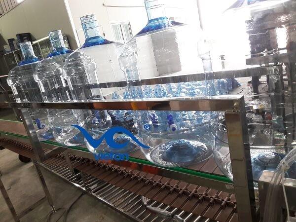 Băng tải plastic cho bình rỗng