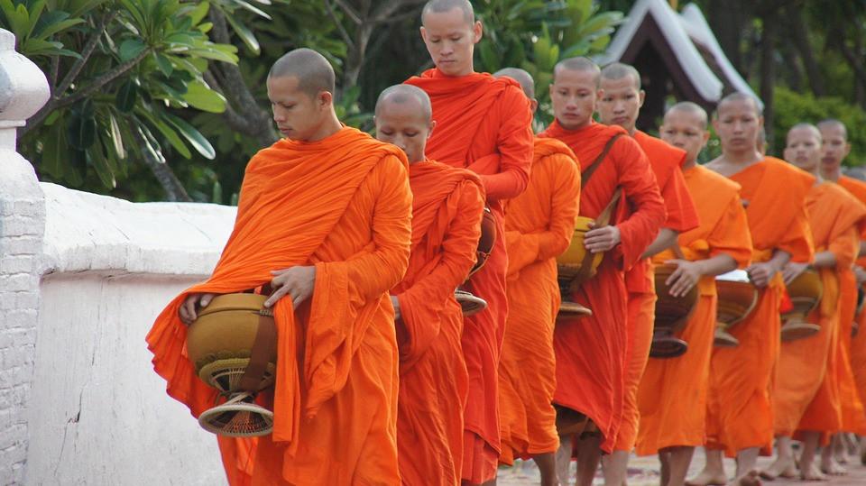 luang-prabang-monks