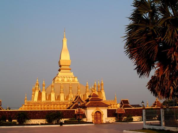 vientiane-pha-that-luang-golden-stupa