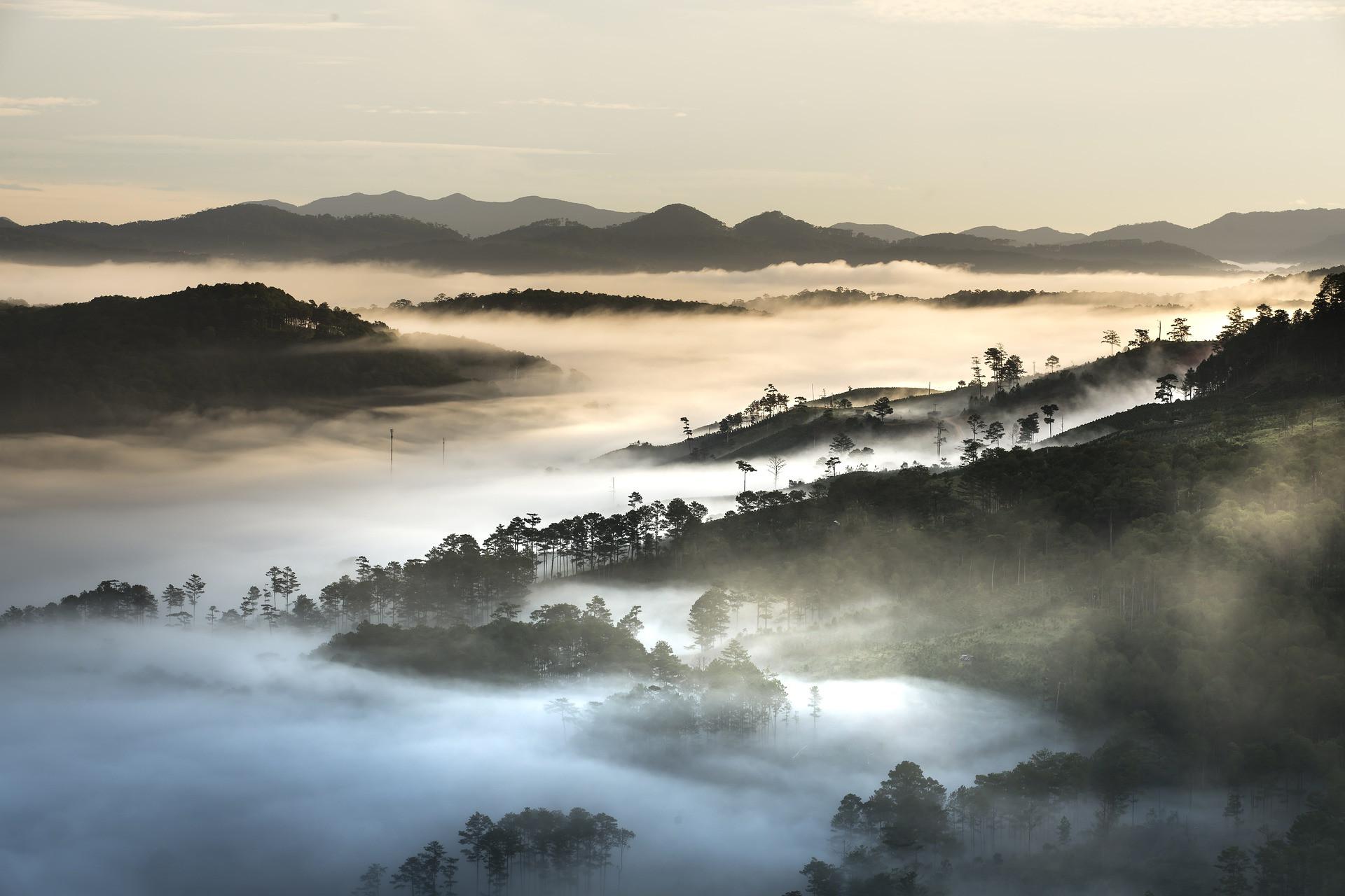 dalat-mountain-in-the-cloud