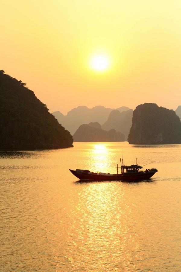 halong-boat