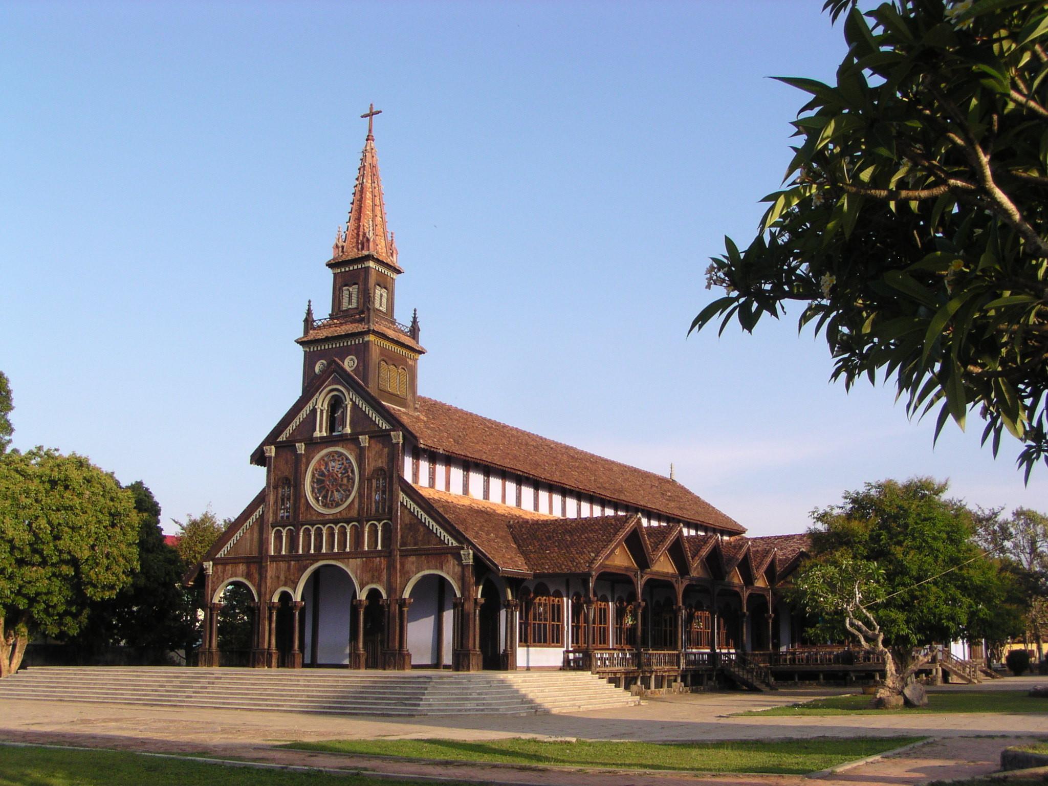 kon-tum-church