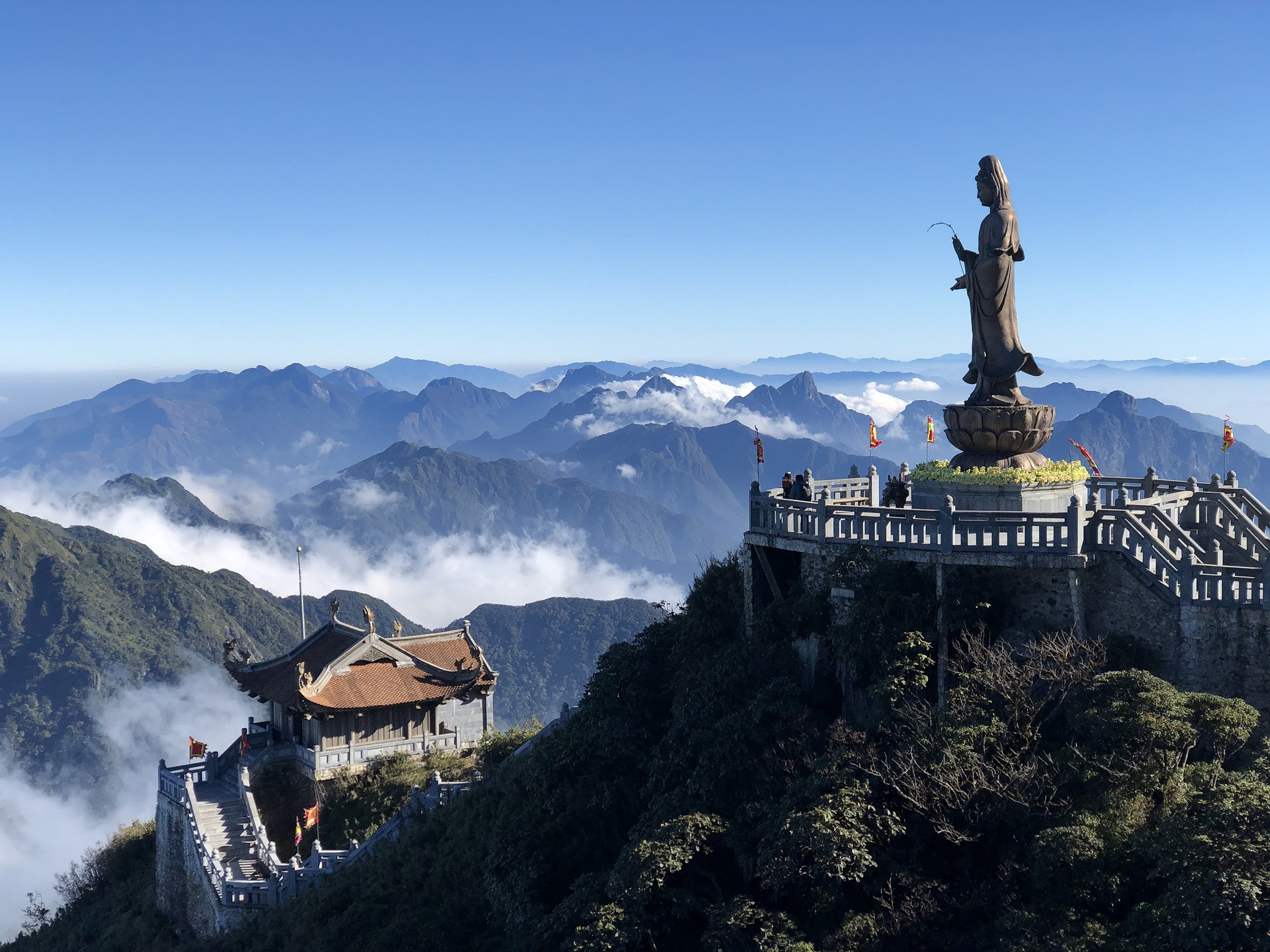 sapa-fansipan-guanyin-statue