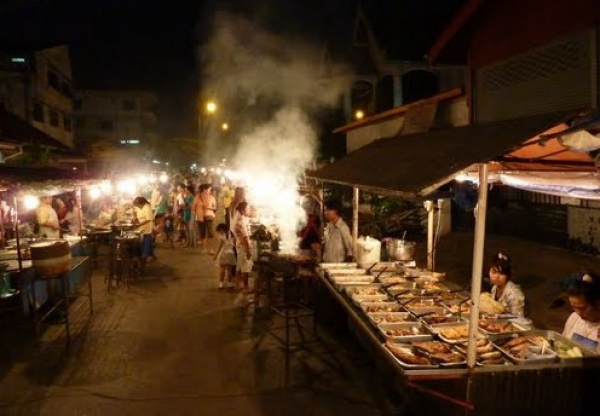 laos-dinner-with-tuktuk