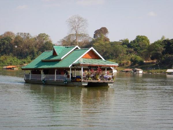 laos-tha-ngon-floating-resto-2