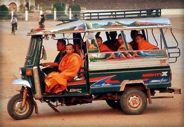 laos-tuktuk-safari