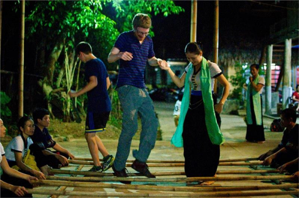 mai-chau-thai-traditional-dancing