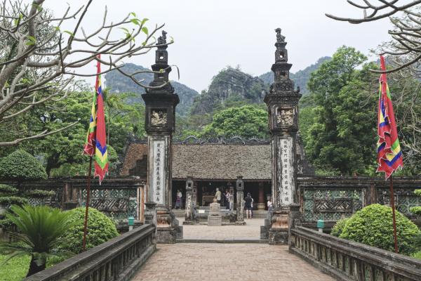 ninh-binh-king-dinh-temple-2