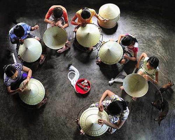 making-non-la-in-chuong-village