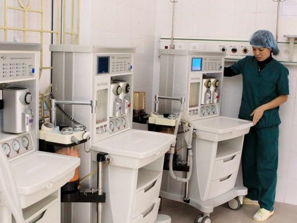 Máy thở mê - một thiết bị điện tử điều chỉnh bằng vi mạch.