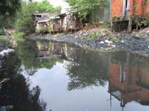 Nước thải đen ngòm vẫn tuồn qua kênh rạch