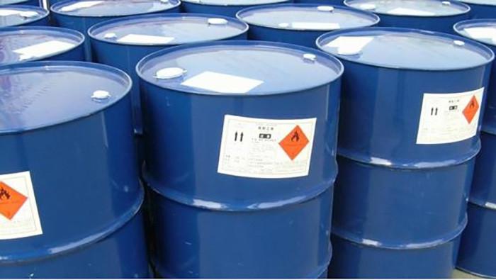 Hóa chất xử lý nước lò hơi được VietChem phân phối với số lượng lớn ra thị trường