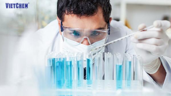 Ống đong thủy tinh được sử dụng nhiều trong phòng thí nghiệm