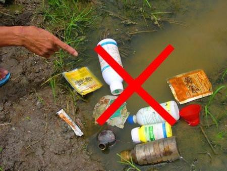 Hình ảnh sử dụng thuốc bảo vệ thực vật gây ô nhiễm nguồn nước