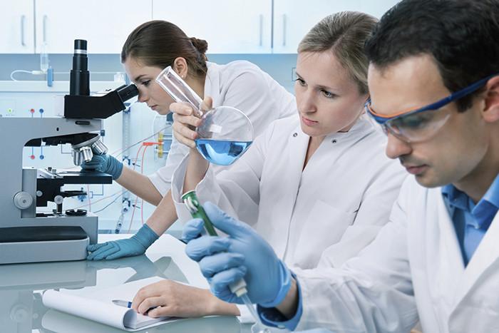 Nội thất thiết bị trong phòng thí nghiệm cần được trang bị đầy đủ để thực hiện công tác nghiên cứu