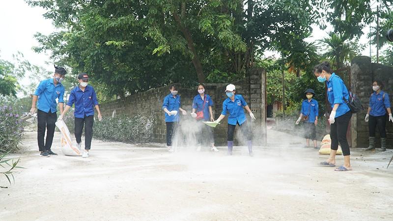 Làm sạch môi trường bằng vôi bột