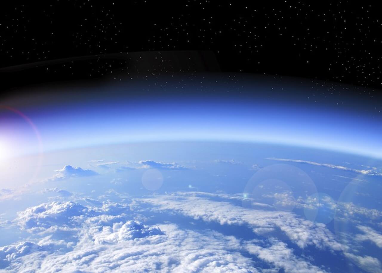 Tầng ozon bảo vệ trái đất khỏi các yếu tố gây hại từ bên ngoài