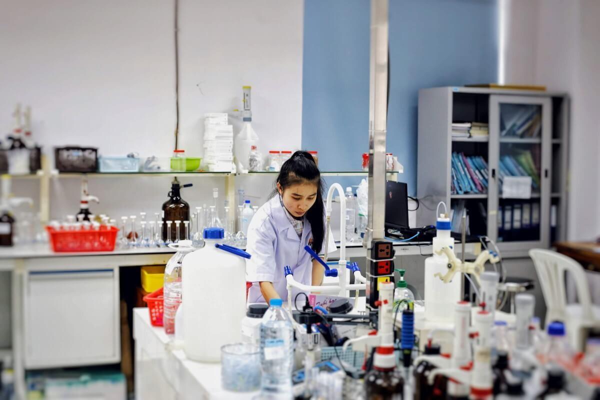 Khi sử dụng axit picric trong phòng thí nghiệm cần lưu ý những điều gì