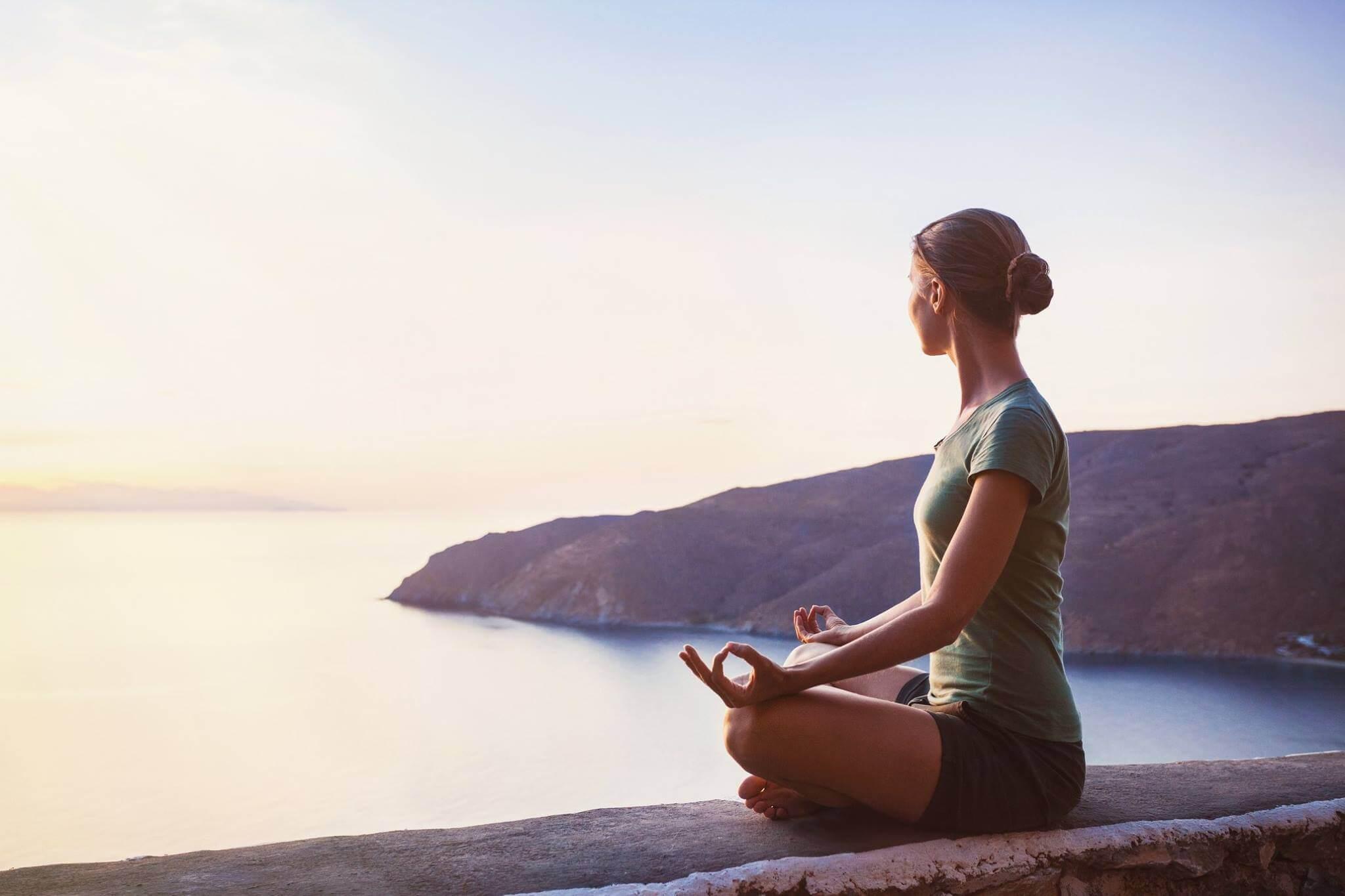 Tập thêm yoga, ngồi thiền để cơ thể thư giãn