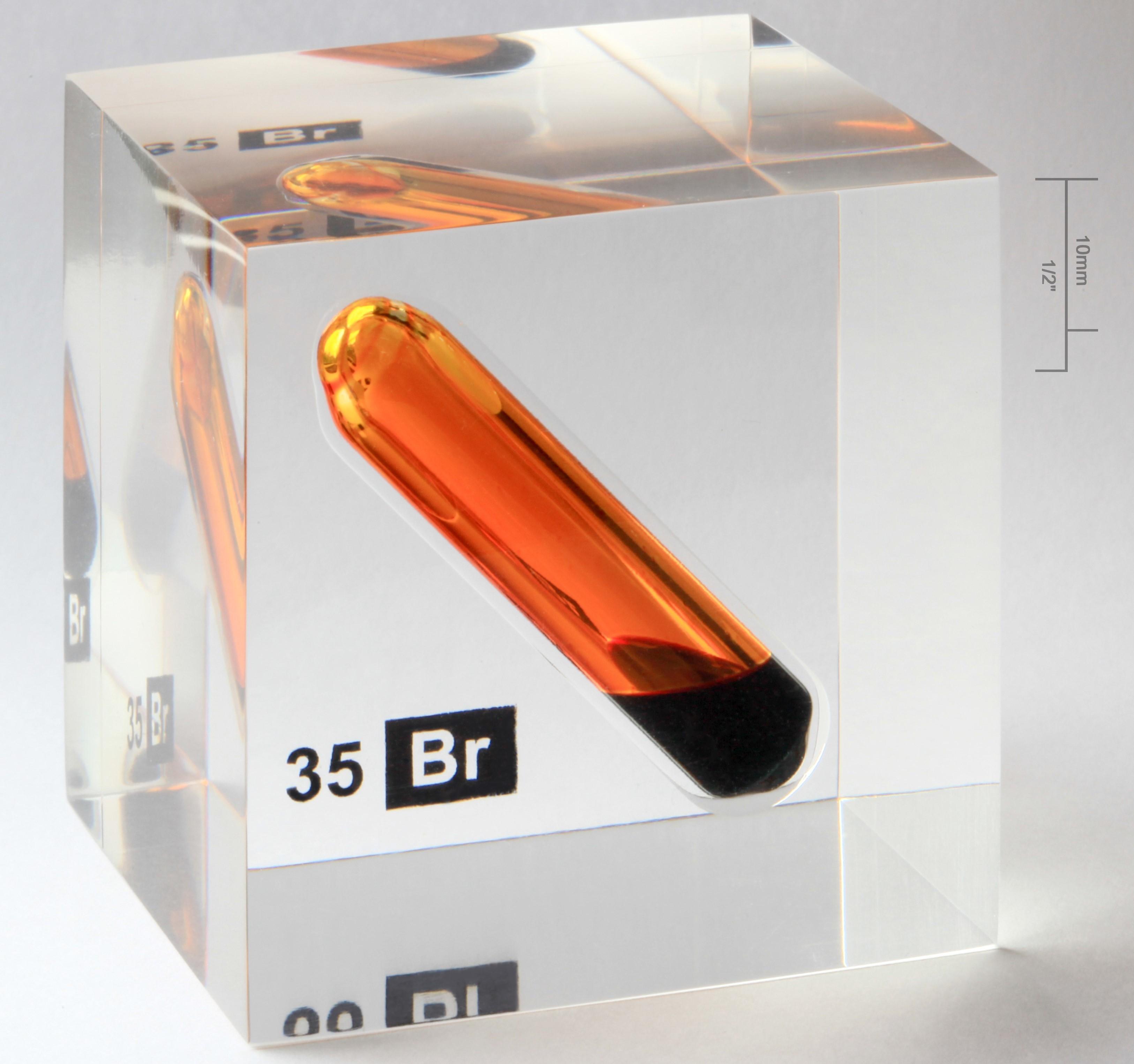 Brom là một nguyên tố hóa học thuộc nhóm Halogen