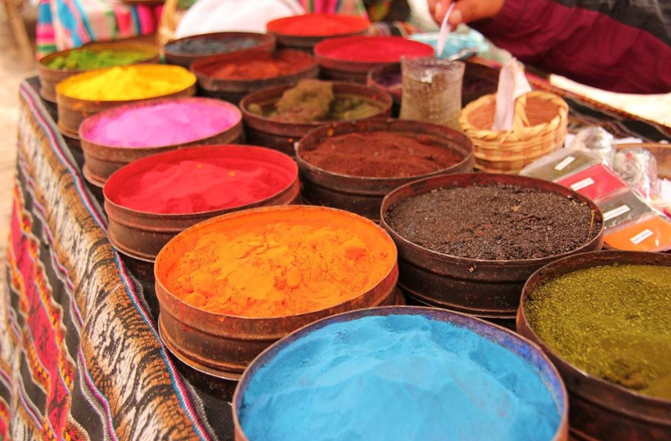 Brom được dùng trong sản xuất phẩm nhuộm