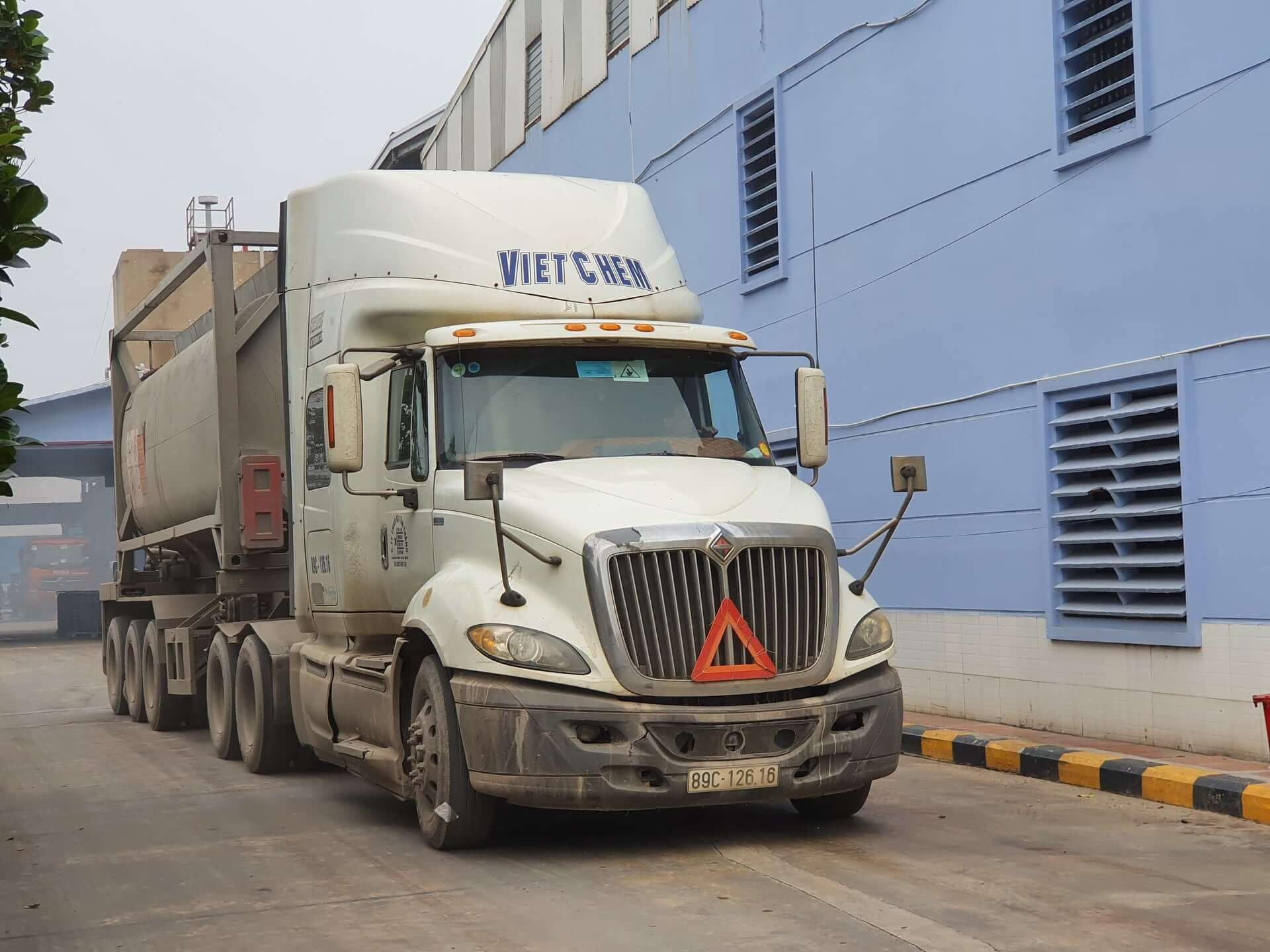 Hệ thông xe bồn chuyên dụng chở axitAxit clohydric HCl đến với khách hàng mọi miền tổ quốc