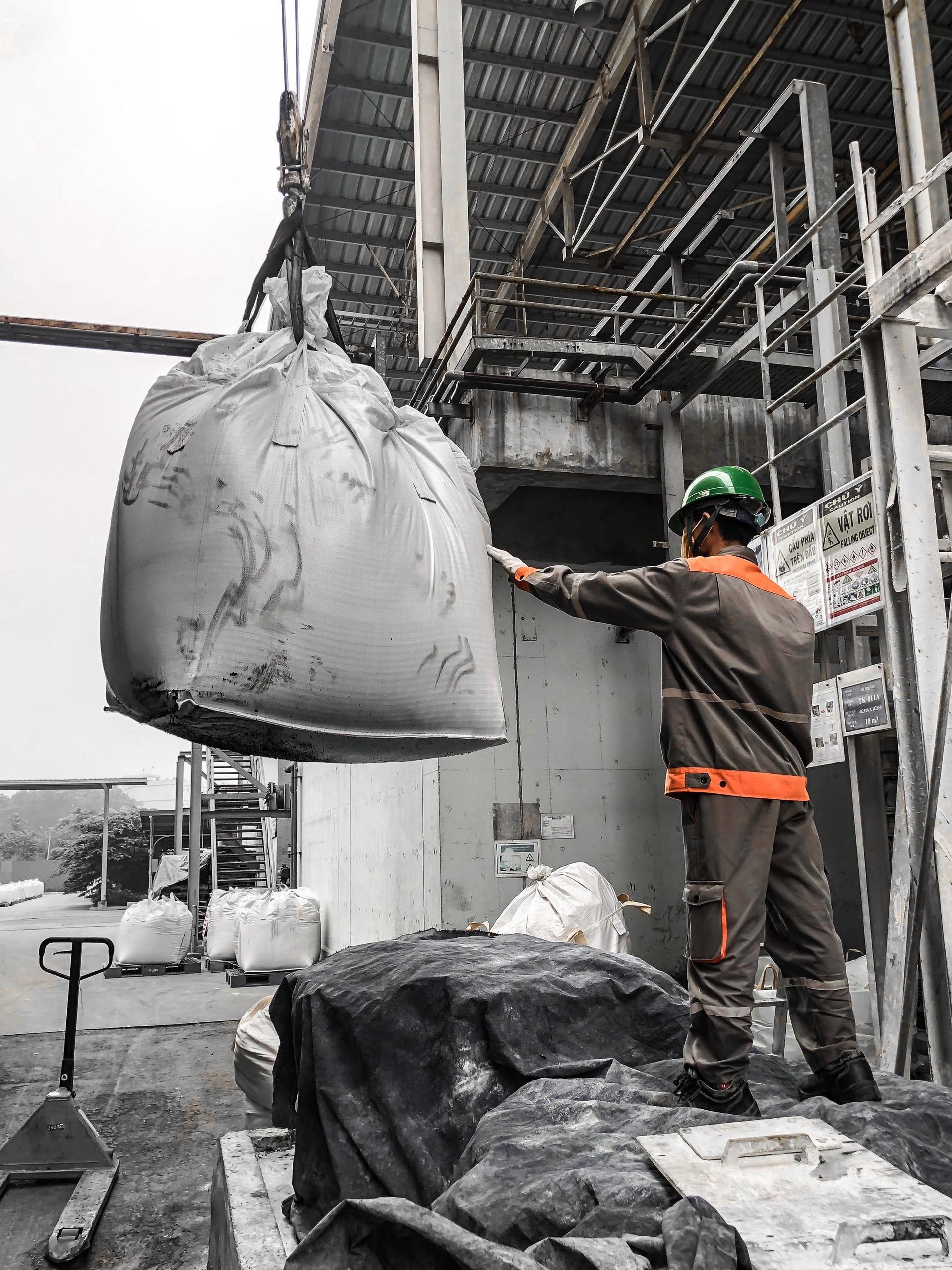 VIETCHEM tổ chức thay than cho hệ thống xử lý nước thải tại nhà máy MEIKO 9