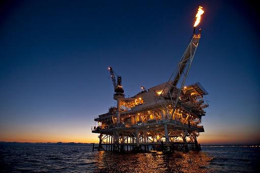 Bơm axit HCl vào các tầng đá của giếng dầu