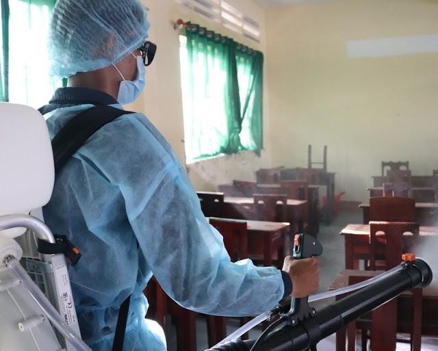 Khử trùng trường học để phòng chống dịch bệnh