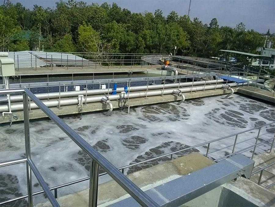 Nước thải được xử lý bằng Chlorine trong các bể chứa