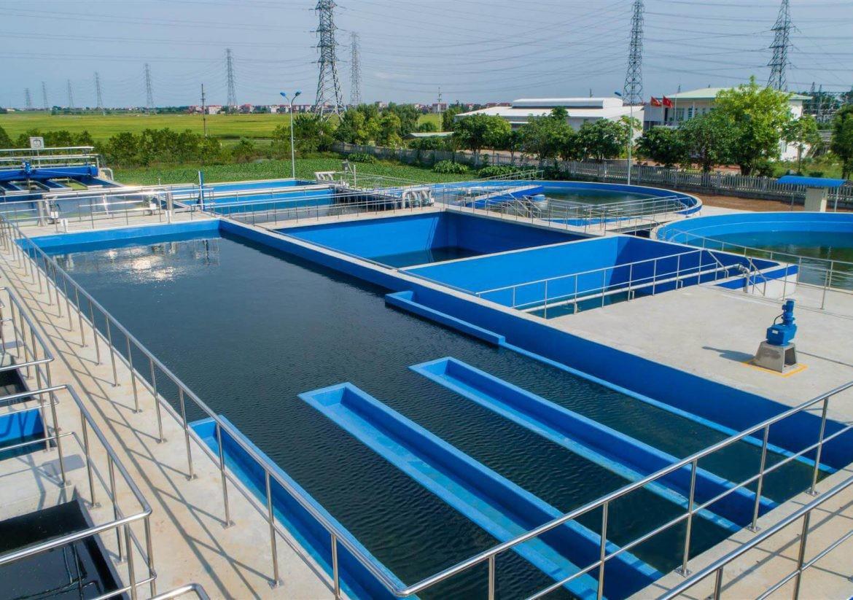 Nước thải được xử lý trong các bể chứa trước khi xả ra môi trường