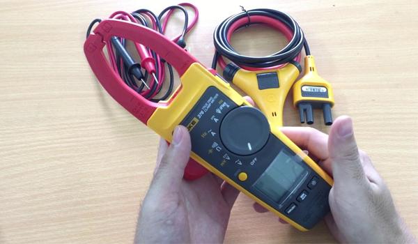 Ampe kìm là loại ampe kế không can thiệp được sử dụng nhiều nhất hiện nay
