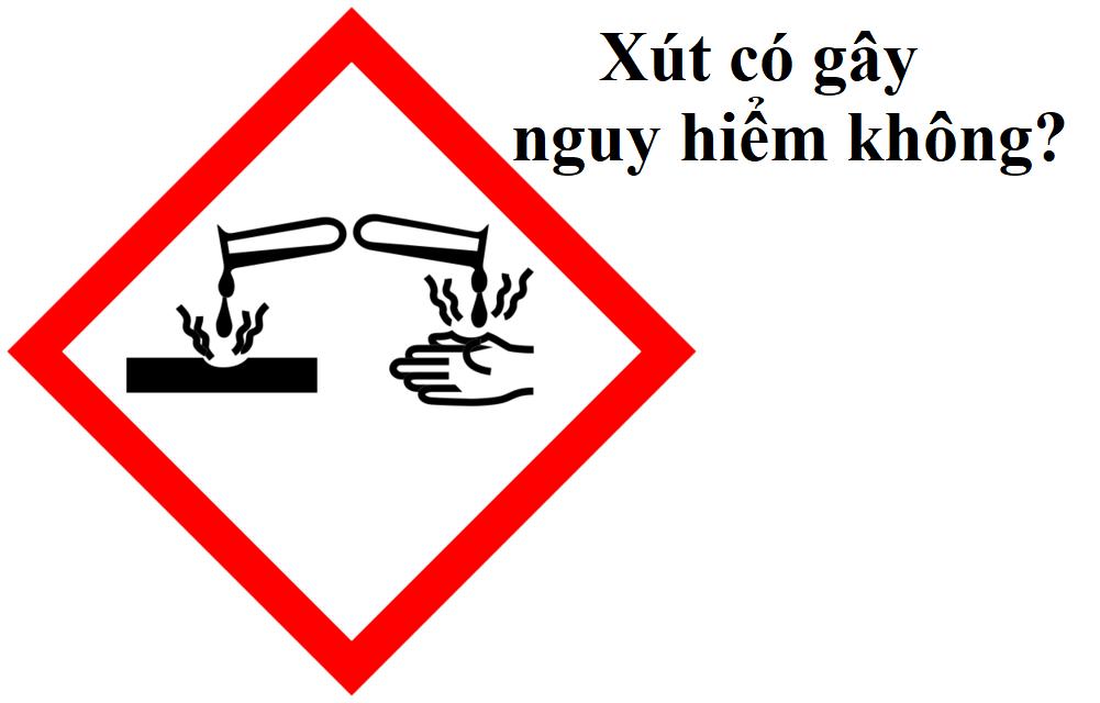 Xút có thể gây nguy hiểm cho người dùng khi tiếp xúc trực tiếp