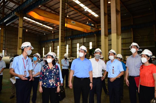 Đồng chí Phó Bí thư Thường trực Thành ủy Hà Nội ghi nhận công tác phòng, chống dịch Covid-19 và duy trì hoạt động sản xuất ổn định tại  Công ty cổ phần Tôn mạ Vnsteel Thăng Long